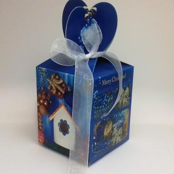 Коледна кутия с персонализирани млечни шоколадови бонбони