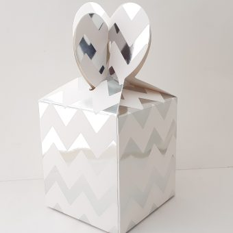 Сребърна бонбониера за подарък