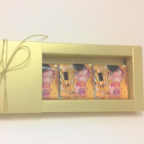 ЛИМИТИРАНА СЕРИЯ – Бонбониера в златно – Целувката на Климт