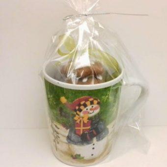 Ново – Коледна аранжировка с чаша, меденки и шоколадови късмети